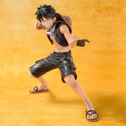 Monkey D. Luffy One Piece Gold - Bandai